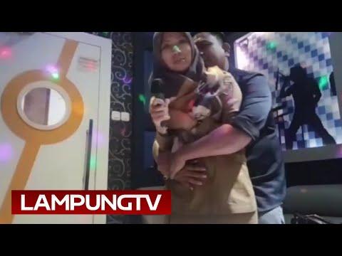 Viral, Kades Lampung Tengah Peluk Mesra Isteri Kadus