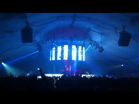 Skrillex - Fire Hive (Knife Party) @ LA Live 1.29.12.MOV