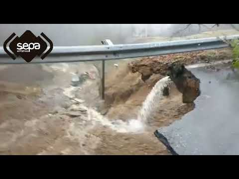 Un fallecido en Mieres al hundirse una carretera por el temporal