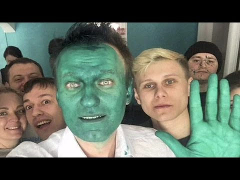 Russian politician Alexey Navalny hit with green liquid