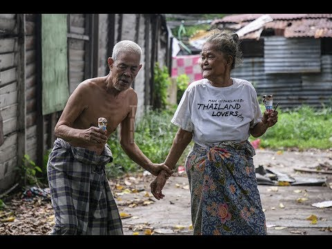Elderly folk spend their golden years in abject poverty