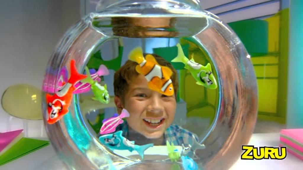 Mondialtoys robo fish pesce novita 39 2012 youtube for Robo fish tank