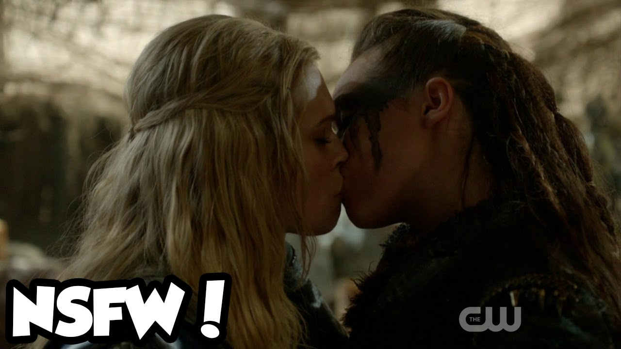 Live Reaction The 100 Clarke And Lexa Kiss Lesbian Makeout Moment S02e14