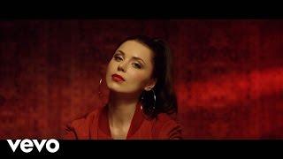 Смотреть клип Monika Lewczuk - Biegnę Ft. Antek Smykiewicz