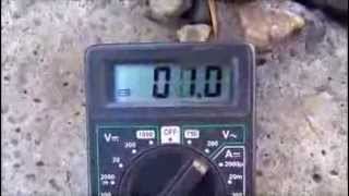 Как зарядить телефон от железнодорожных рельс  Смотреть онлайн   Видео(Необычные свойства отечественных Ж/Д., 2014-02-04T13:50:48.000Z)