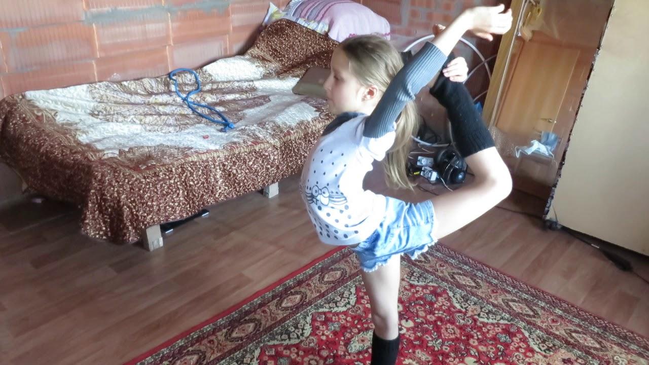 podrugi-rita-i-masha-delayut-gimnastiku
