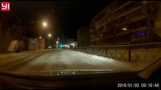 Девочка выбежала прямо под колеса автомобиля