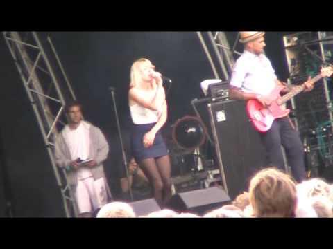 Veronica Maggio - Dumpa Mig (Live Kungstorget, Göteborg 2009)