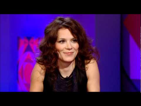 Anna Friel on Jonathan Ross 2009.02.06 (HQ)