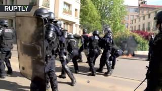 «Коктейли Молотова» и слезоточивый газ: митинг против Макрона и Ле Пен прошёл в Париже