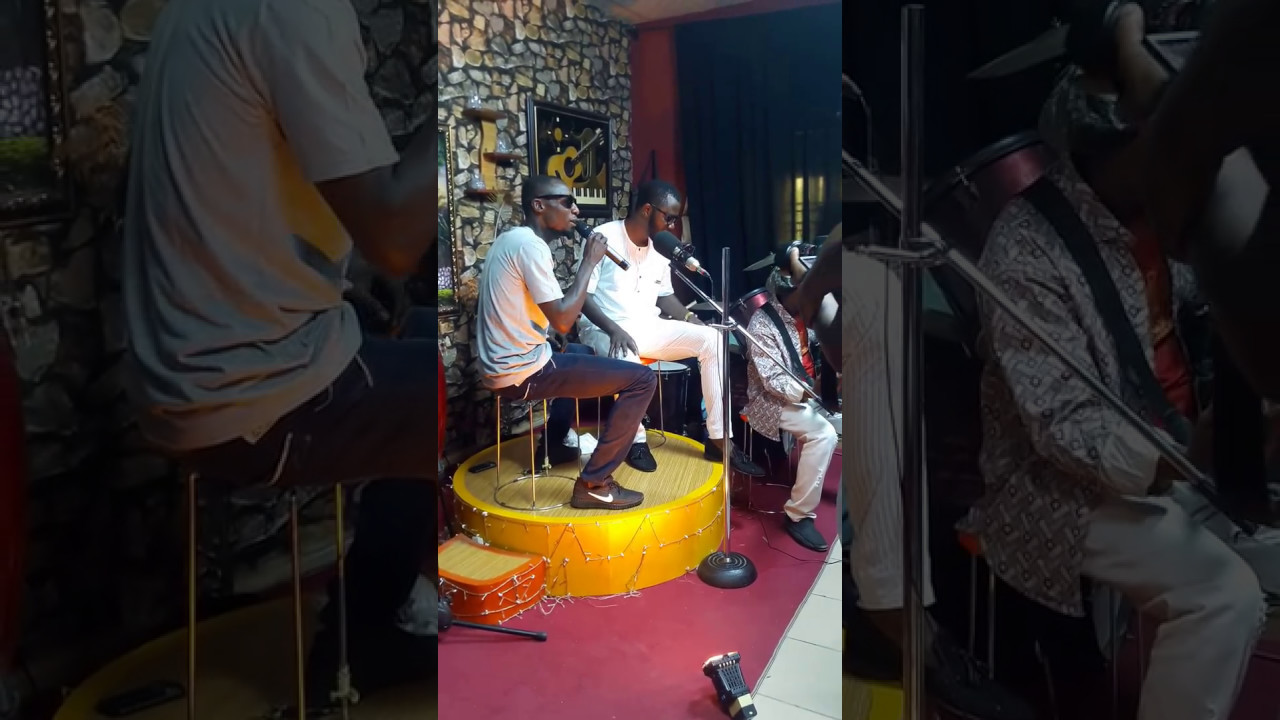 Download Matan Arewa Nazifi Asnanic and Ali jita during Rehasal on stage Nigerian Hausa Video 2017