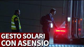 فيديو – سولاري يفتح باب سيارة أسينسيو من أجل استقباله
