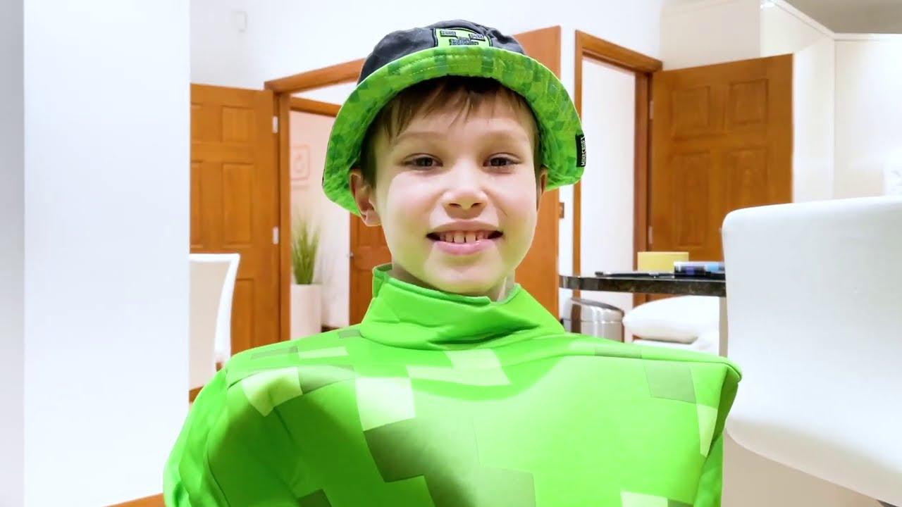 Катя и Макс сделали себе дом из кубиков Майнкрафт