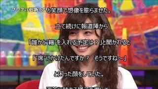 人気女優の倉科カナが、 都内で行われた舞台『誰か席に着いて』の 製作...