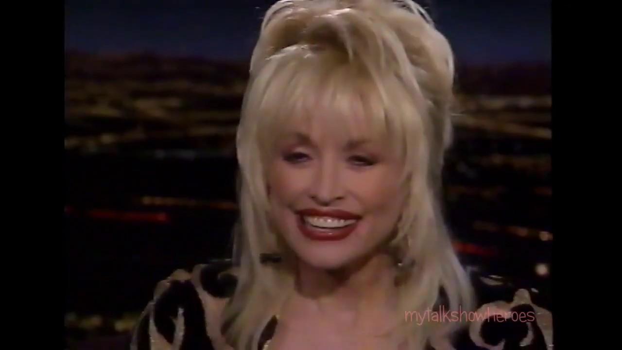 Dolly Parton Loses A Wig You
