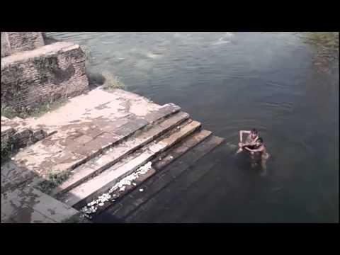 Мистика видео  Призрак находился возле детей вовремя купания