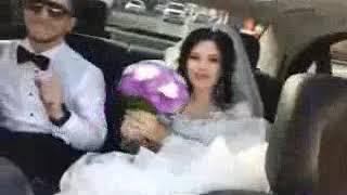 Жених и невеста красиво танцуют