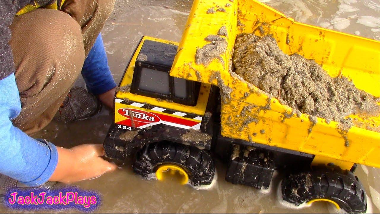 Tonka Toy Trucks >> Toy Trucks For Kids Tonka Construction Vehicles Digging In Mud