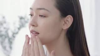 Fiona Fussi - How to Apply Your Treatment Essence (Clarins)