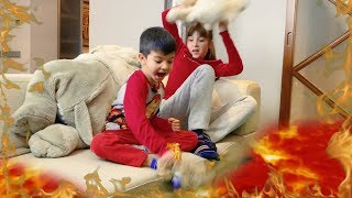 Денис играет с подругой в Пол это Лава Новая серия для детей The Floor Is Lava For Kids Children