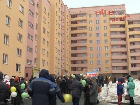 Евгений Куйвашев вручил ключи от квартир новосёлам дома - долгостроя в Кировграде