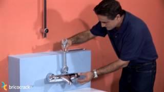 Instalar un grifo termostático y ajustar la temperatura (BricocrackTV)