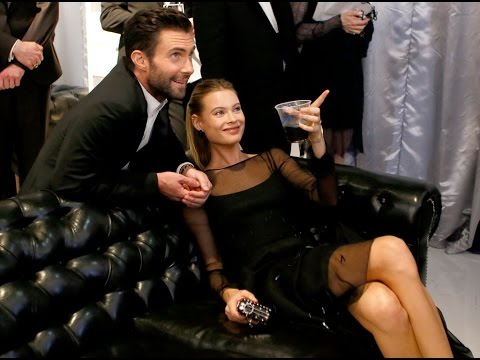 maroon 5 dating victoria's secret model