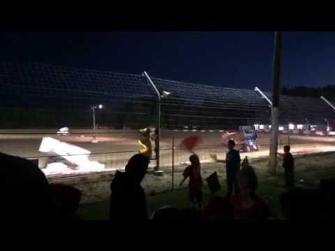 Montpelier Motor Speedway sprint car warmup