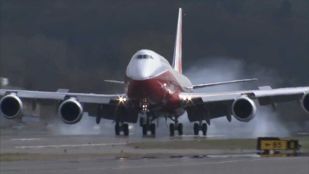 Boeing 747-8 Intercontinental takes first flight