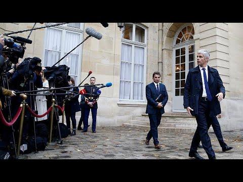 """Governo francês tenta acalmar """"coletes amarelos"""""""