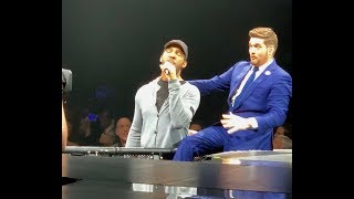 Michael Bublé blown away by fan singing at concert MUST WATCH!