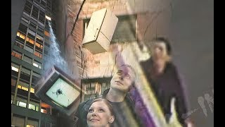 (18+) Из окна телевизор, гладильня, стул и др. в Сургуте