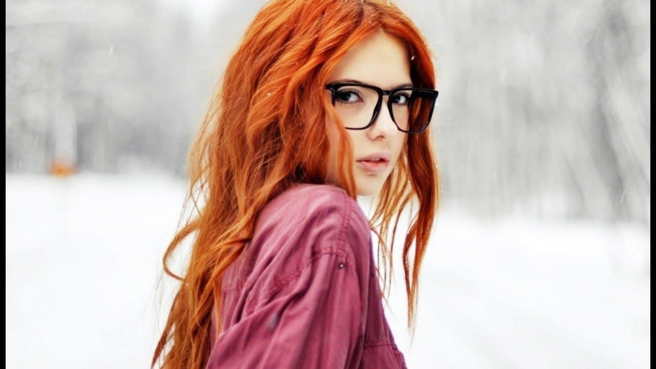 Рыжая девушка с короткими волосами