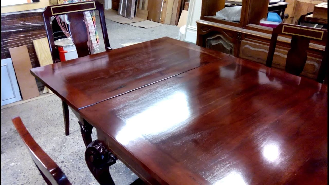 Como restaurar muebles de madera de caoba youtube for Pintar muebles barnizados