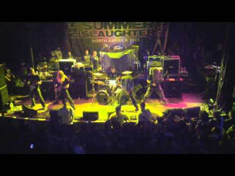 "Six Feet Under ""Hammer Smashed Face"" Live on Summer Slaughter 2011"