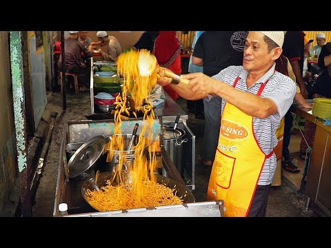 Stupid Noodles - MELAKA STREET FOOD Tour w/ Chasing a Plate! MOUTHWATERING Malaysian STREET FOOD