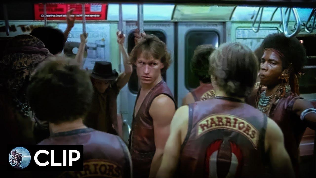 I Guerrieri Della Notte The Warriors Scena Iniziale Michael Beck Dorsey Wright 1979 Clip Youtube