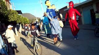 las mojigangas bailando en iramuco gto el 10 de diciembre del 2009 (parte) 1