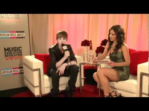 Download Backstage Interview with Justin Bieber at The American Music Awards 2010