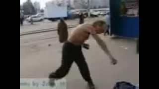 �������� ���� Снова бомж, показывает кунг фу под музыку из Mortal Kombat!!! ������
