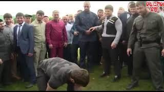 Чеченец поднимает на время подбадривает Рамзан Кадыров