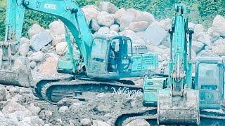 Kobelco SK330 CAT 320D2 Excavator D85E-SS Dozer Dump Trucks Working
