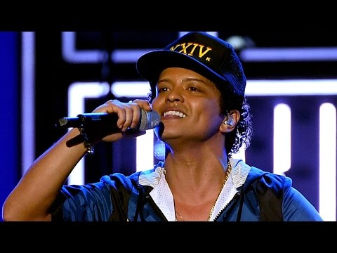 Bruno Mars Opens the American Music Awards: Watch!
