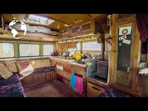 MAN Converts BUS Into TINY HOME As Proof Money Isn't The KEY TO HAPPINESS