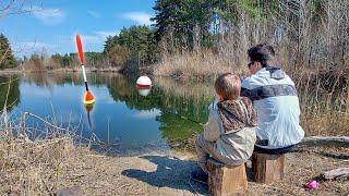 ЧТО ОНИ ПОЙМАЮТ Взял сыновей на рыбалку Рыбалка на поплавок Семейная рыбалка с сыном