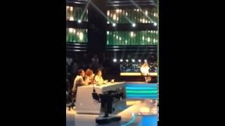 فيديو: عبدالله رويشد يتحدى أحلام بعد أن طلبت منه الصوت..