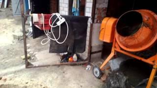 Заливка пола бетоном в гараже, в ручную.(, 2015-12-10T21:25:38.000Z)