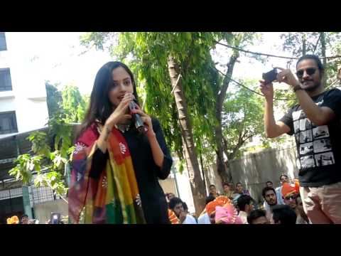 Actress Ketaki Mategaonkar in PVG College for 'Phuntroo' promotion