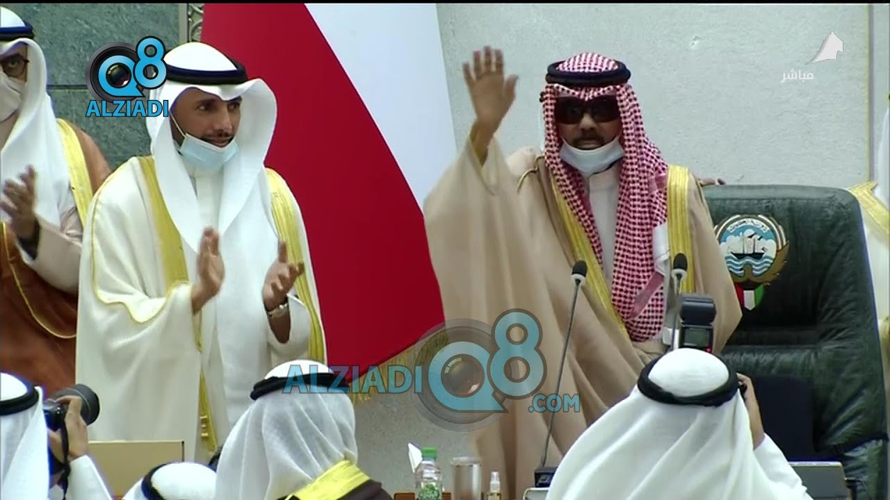 لحظة دخول صاحب السمو أمير البلاد الشيخ نواف الأحمد إلى قاعة عبدالله السالم لافتتاح دور الانعقاد