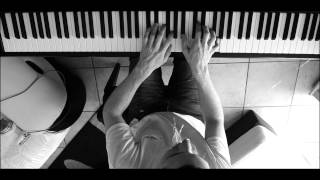 Apple iPhone 5 - Photo Every Day commercial (BLUE - Rob Simonsen Piano Cover )